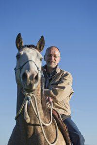 Bernd Osterhammel auf einem Pferd. © Foto: Michael Boyny
