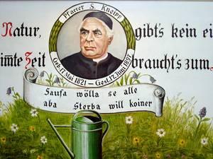 Die Gießkanne für Kneipp-Güsse gehört zum Pfarrer und seiner Wasser-Heilmethode dazu. © Foto: Elke Backert