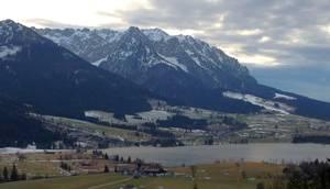 Blick vom Hotel Panorama auf den Walchsee und das Kaisergebirge. © Foto: Eva-Maria Becker, 2014