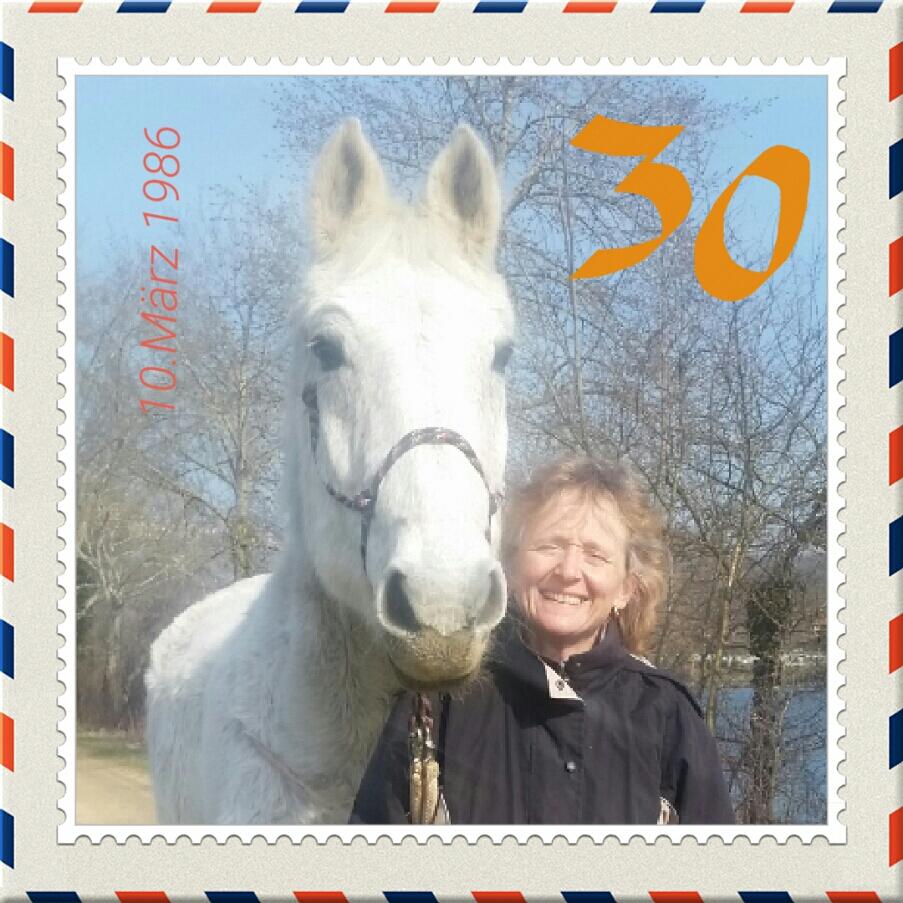 Im März 2016 hatte ich dann meinen 30. Geburtstag. Meine Pferdefrau, gerade 50 geworden, ließ sogar eine Briefmarke von uns anfertigen. - Ich glaube, sie liebt mich immer noch - und .... © Heike Veit