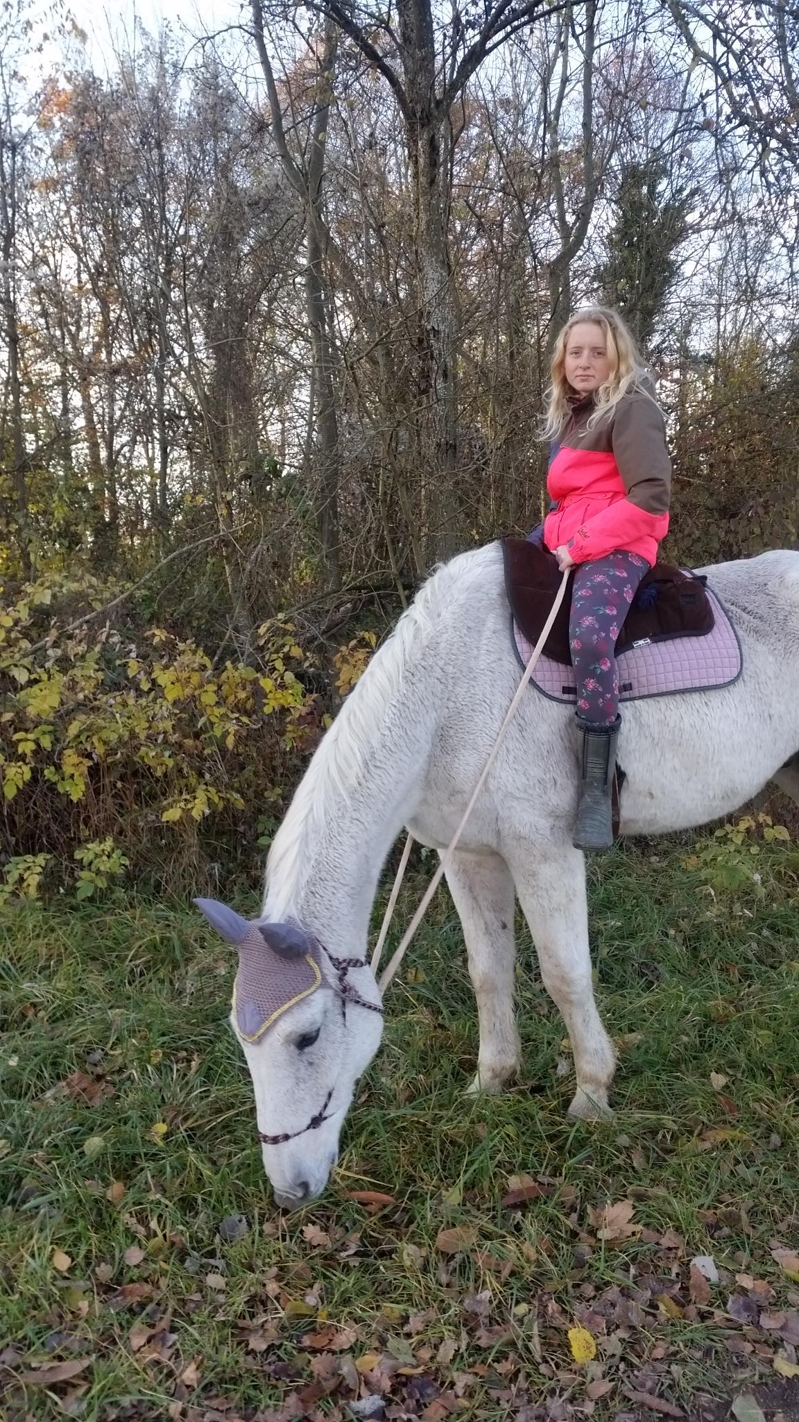 mittlerweile ist Samina ein hübscher Teenager und ohne Sattel macht es uns am meisten Spaß........ 2016 © Heike Veit