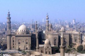 Moscheen im Moloch. Über 22 Millionen Menschen leben 2017 in Kairo und die Stadt wächst weiter. © 2017, Münzenberg Medien, Foto: Stefan Pribnow