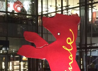 Der Bär der Berlinale in Berlin.