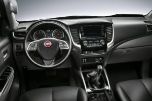 Das Cockpit in einem Fiat Fullback. © 2017, FCA