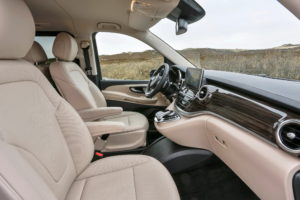 Fahrvorstellung Sylt 2014; Die neue Mercedes-Benz V-Klasse – V 250 BlueTEC, AVANTGARDE, Exterieur, cavansitblau metallic, The new Mercedes-Benz V-Class – V 250 BlueTEC, Exterior, cavansite blue metallic, AVANTGARDE, © Daimler