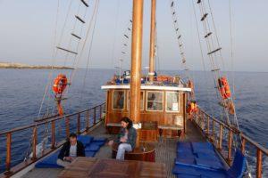 Stimmungsvolle Bootsfahrt zum Cap Greco. © 2017, BU und Foto: Dr. Bernd Kregel