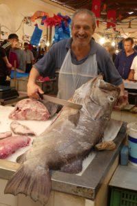 Fischverkäufer auf dem Fischmarkt von Tunis. © 2017, Foto/BU: Dr. Bernd Kregel
