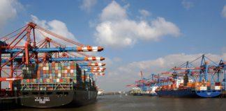 Frachtschiffe im Hamburger Hafen.
