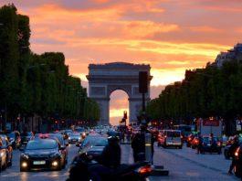 Die Avenue des Champs-Élysées.