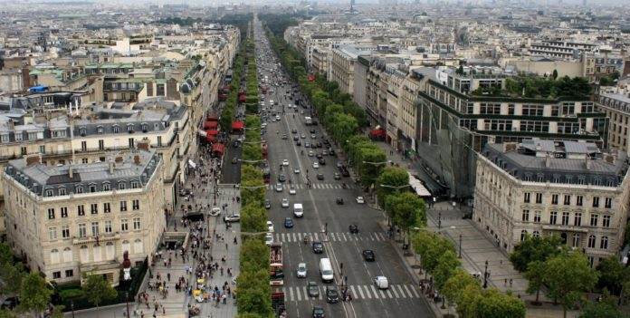 Paris: Champs-Élysées.