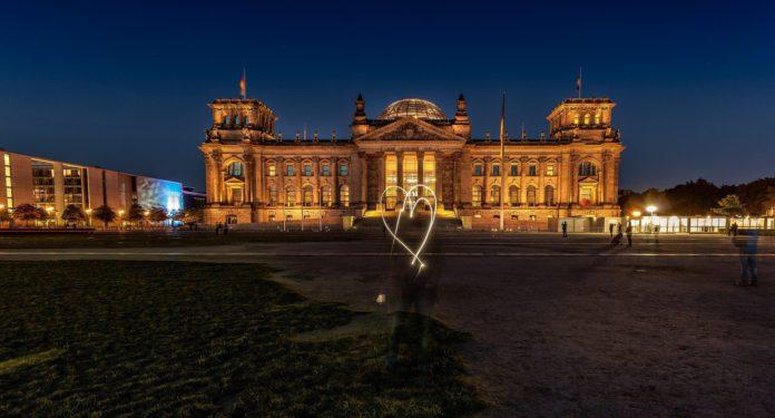 Die Ehe für alle - beschlossene Sache im Berliner Reichstag.