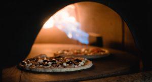 Im Vadoli dreht sich die Pizza im Steinofen. BU: Stefan Pribnow © Vadoli GmbH