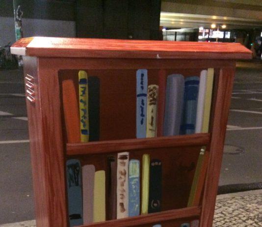 Bücherkasten in Berlin.