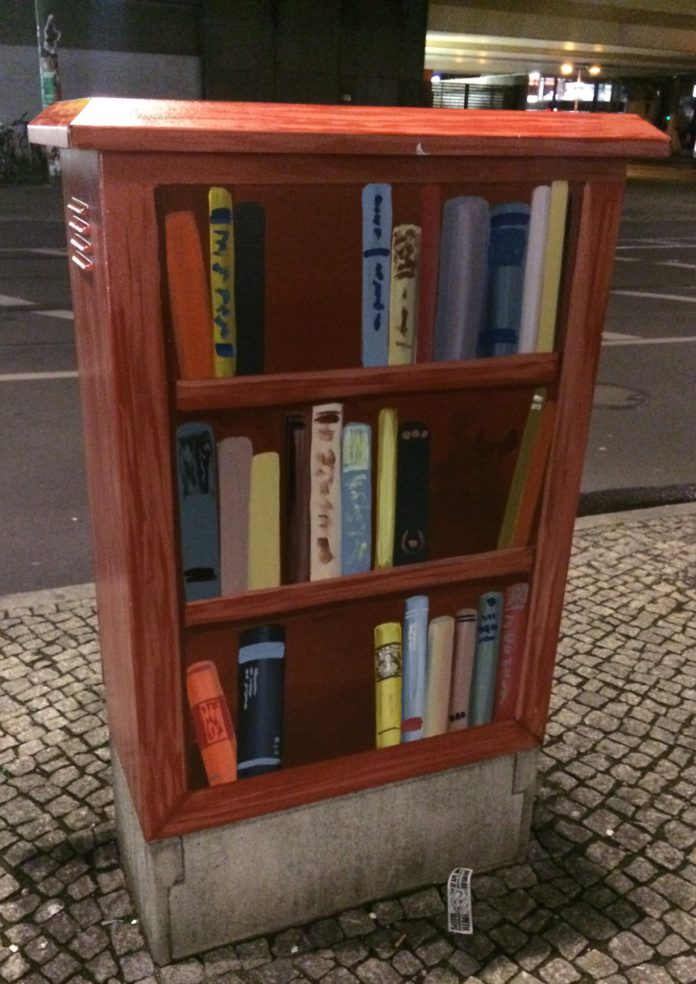 Bücherkasten in Berlin.