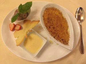 Dessert im Restaurnt Zum Roten Bären.