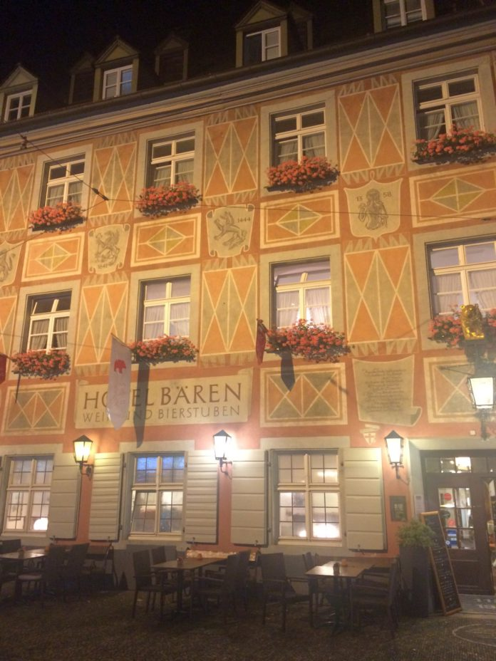 Wein- und Bierstuben im Gasthaus Zum Roten Bären in Freiburg im Breisgau.
