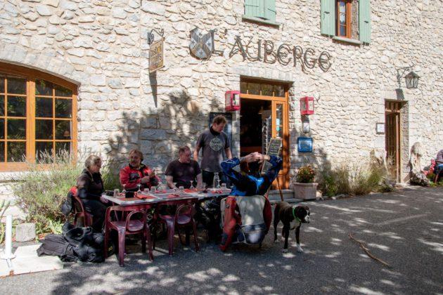 Das Restaurant L`Auberge in Brantes im Département Vaucluse.