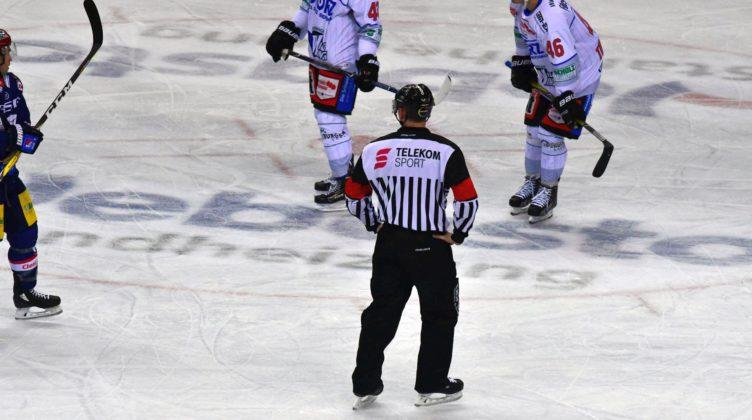 Berliner Eisbären gegen Schwenninger Wild Wings am 2. Januar 2017 in Berlin.