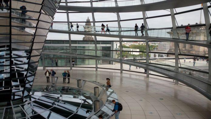 Kuppel über dem Reichstag in Berlin.