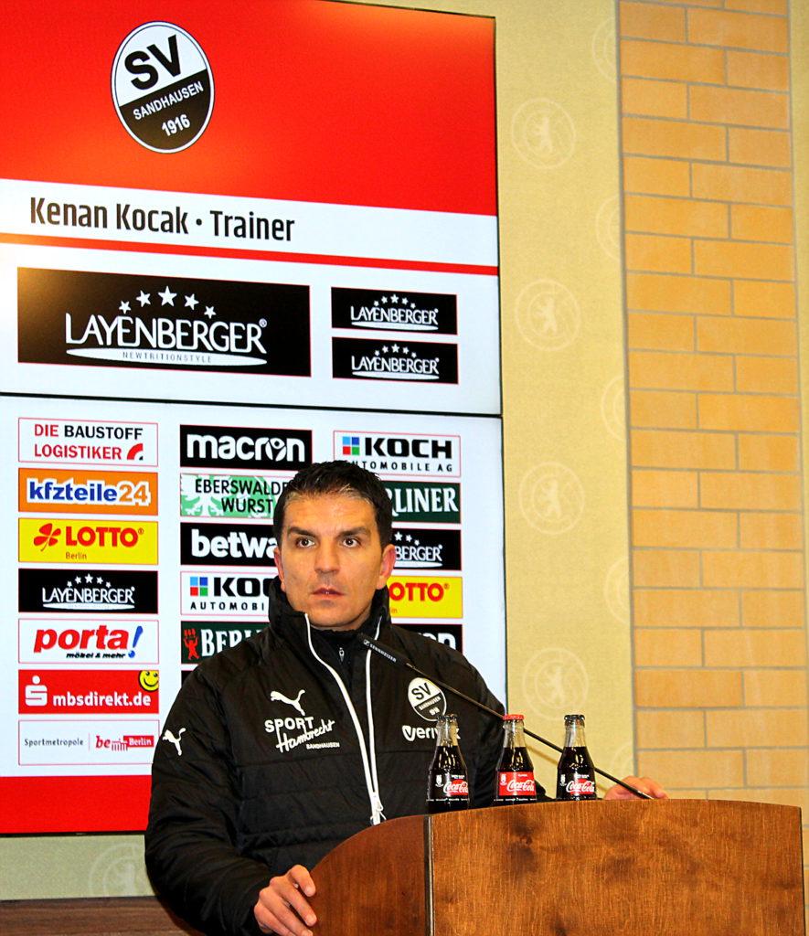 Kenan Kocak Trainer des SV Sandhausen während der Pressekonfernez Foto: Hans-Peter Becker