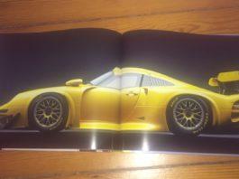 """Ein Porche im """"Porsche""""-Buch vn Randy Leffingwell."""