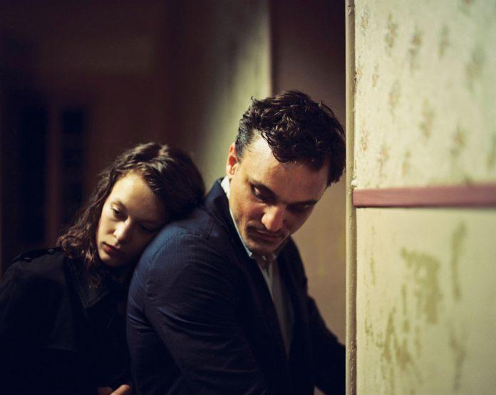 Paula Beer und Franz Rogowski im Film