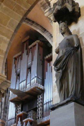 Bamberger Dom mit Domorgel und Ekklesia-Statue.