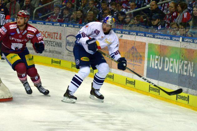Florian Kettemer und Jamie MacQueen auf dem Eis.