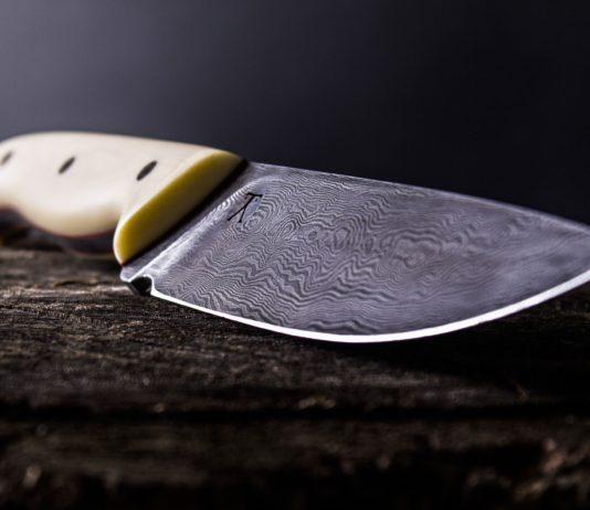 Ein Messer.