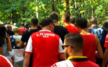 Fans des 1. FC Union Berlin in der Wuhlheide.