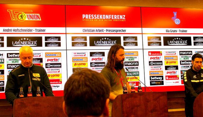 Links der Trainer des 1. FC Union und rechts der des MSV Duisburg.