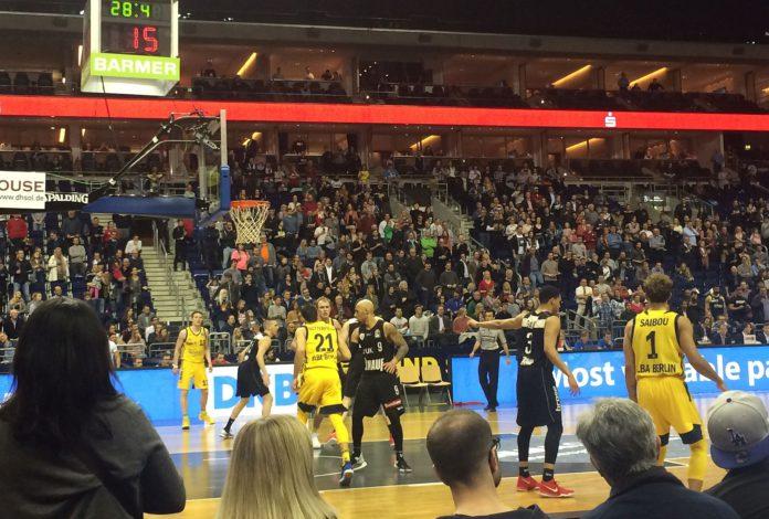 Basketball mit der Begegnung Berlin gegen Würzburg.