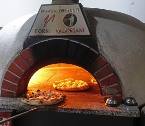 Pizza Napoletana im Ristorante Malafemmena in Berlin.