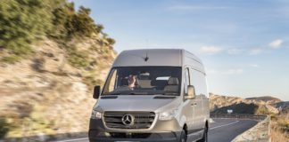 Sprinter der Marke Mercedes-Benz.