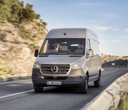 Sprinter der Marke Mercedes-Benz.