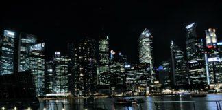Singapur bei Nacht.