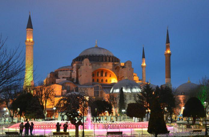 Die Hagia Sophie in Konstantinopel, heute Istanbul.