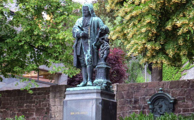 Johann Sebastian Bach, Nationalheld oder Revolutionär? – Das Bachhaus in Eisenach zeigt äußerst unterschiedliche Büsten des Komponisten
