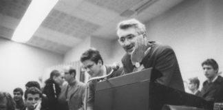 Inge Werth: Jürgen Habermas diskutiert mit streikenden Studenten der Goethe-Universität Frankfurt, 1968 Institut für Stadtgeschichte, Fotosammlung Inge Werth.
