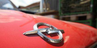 Ein Opel-Logo.
