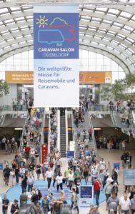 Besucher auf der Messe Caravan Salon Düsseldorf 2017. © Messe Düsseldorf / ctillmann