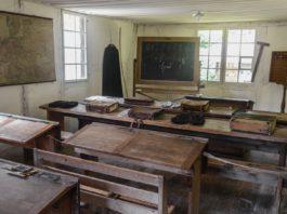Ein altes Klassenzimmer.