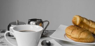 Kaffee und Schrippen.