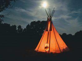 Ein Zelt.