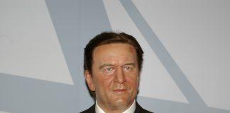 Gerhard Schröder als Bundeskanzler beziehungsweise Wachsfigur.